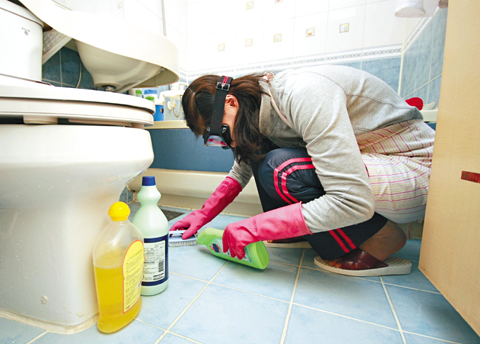Hazardous effects of bleach mopfrog brooklyn for Cleaning out house after death